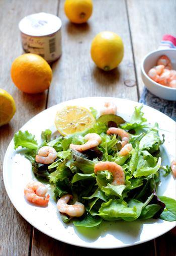 健康的で少量のサラダ
