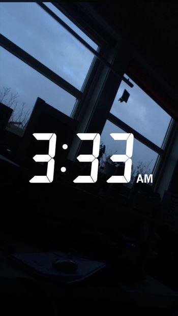 眠れずに朝方になった窓の風景
