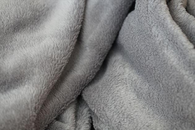 グレーの毛布