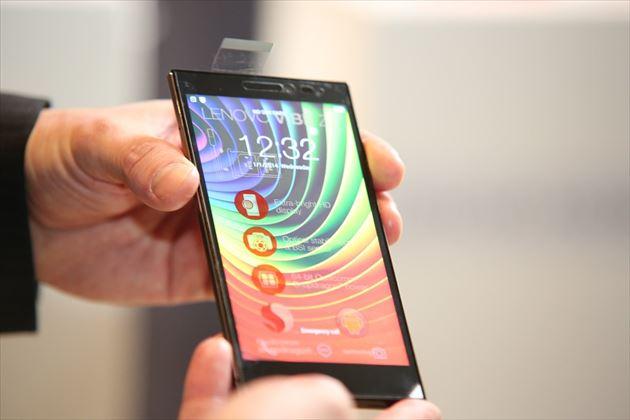 ブルーライトを発するスマートフォンの画像3