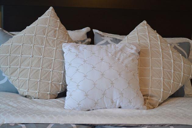 たくさんの種類の枕