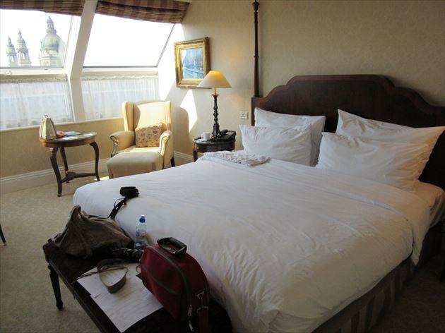 ホテルのきれいなベッドメイク