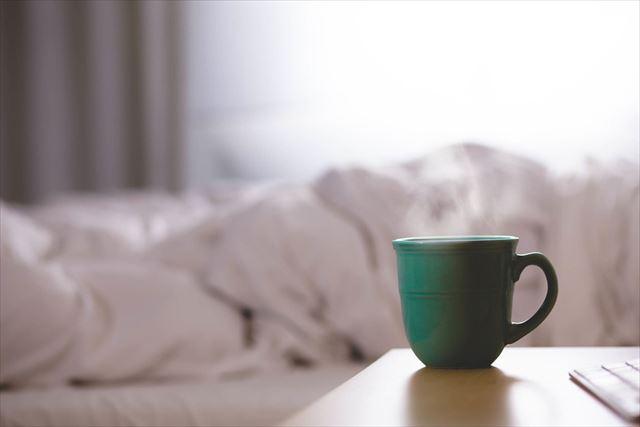 朝陽のあたるベッド