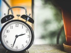 24時間周期を現す時計の画像