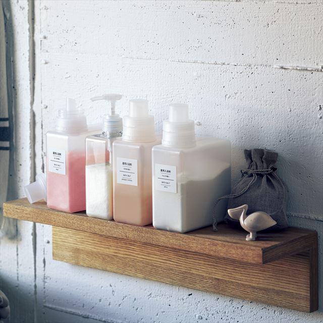 無印良品の入浴剤があるバスルームの風景画像1