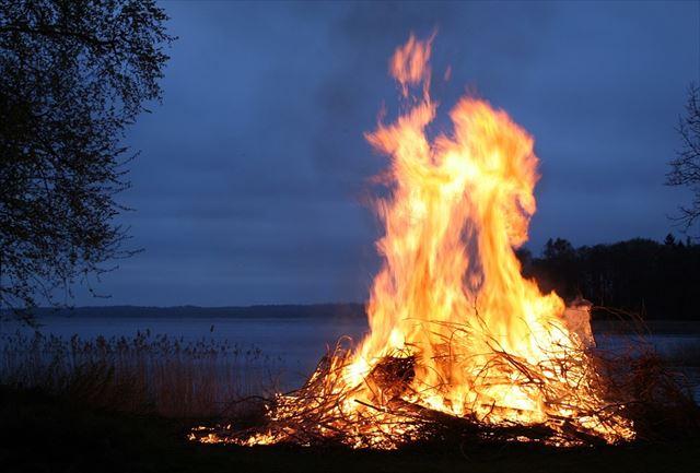 焚き火が燃えている画像2
