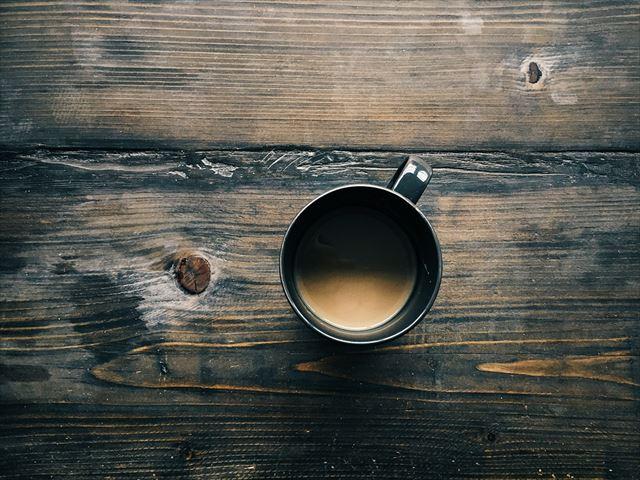 目覚めの朝に飲むコーヒーの画像