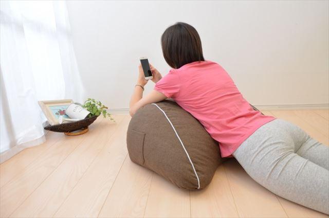 まくら株式会社が発売するスマホ枕の商品画像2